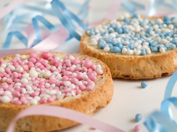 Beschuit met muisjes, las galletas holandesas